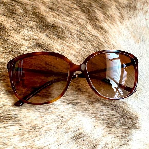 Burberry : Classic Tortoise Shell Sunglasses